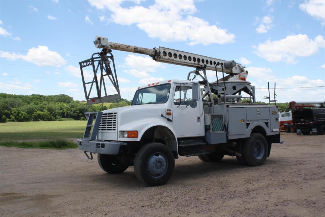 1990 International 4000 Bucket Truck - Boom Truck
