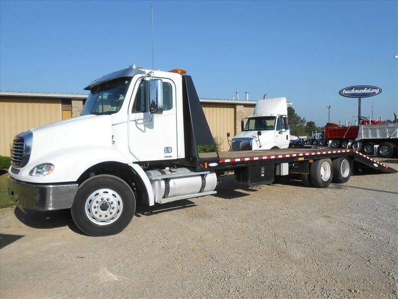 2007 Freightliner Columbia  Rollback Tow Truck