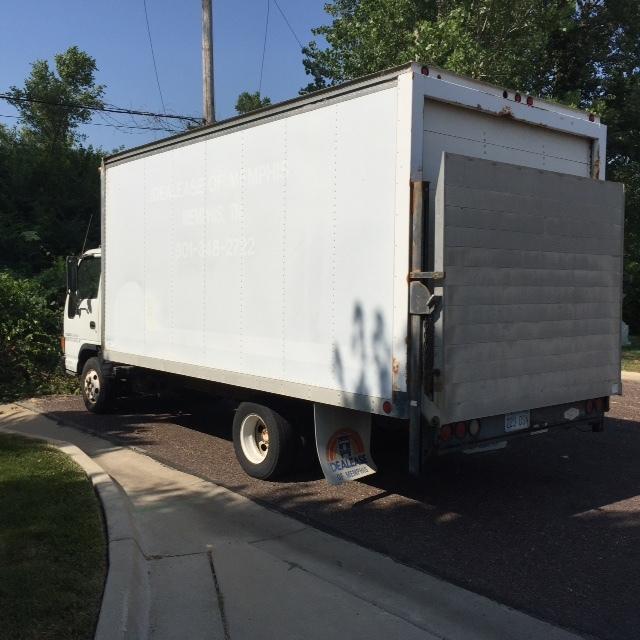1999 Isuzu Isuzu  Box Truck - Straight Truck