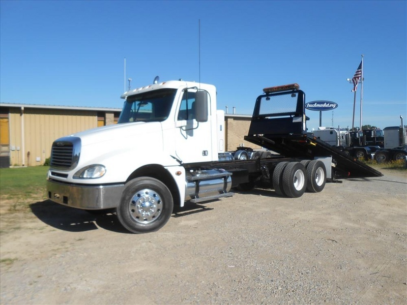 2007 Freightliner Columbia Pre Emissions  Rollback Tow Truck