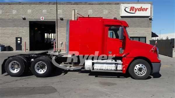 2010 Freightliner Columbia 120 Conventional - Sleeper Truck
