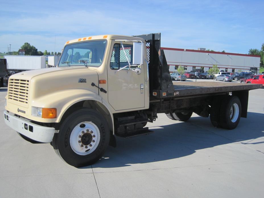 2002 International 4700 Flatbed Truck