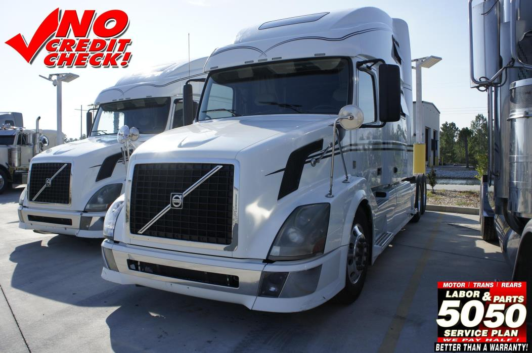 2009 Volvo 780  Conventional - Sleeper Truck