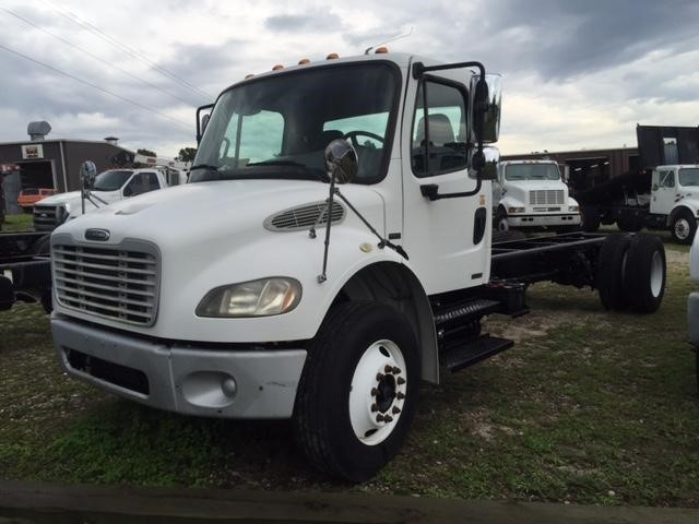 2004 Freightliner Business Class M2 106  Cab Chassis