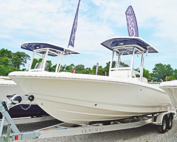 2016 Robalo 246 Cayman Bay Boat