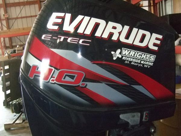 2011 EVINRUDE 225