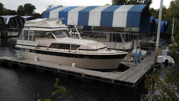 1981 Chris-Craft 410 Commander Yacht