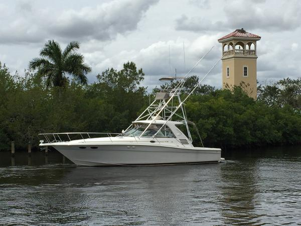 1999 Sea Ray 37 Express Cruiser