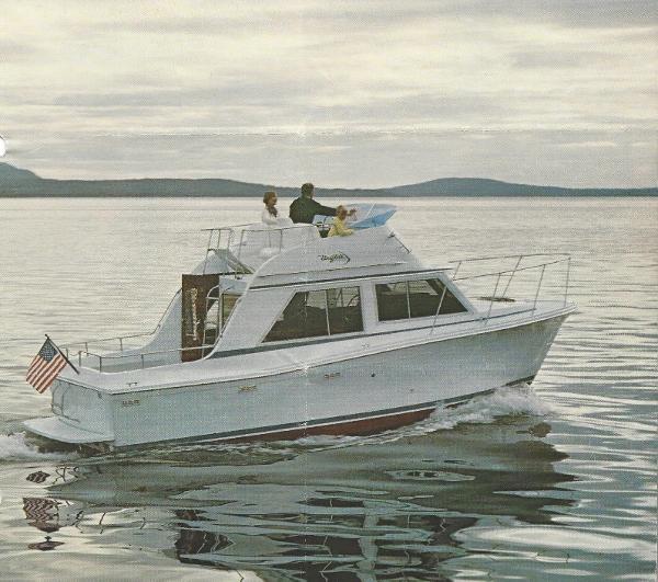 1983 Uniflite 28 Mega