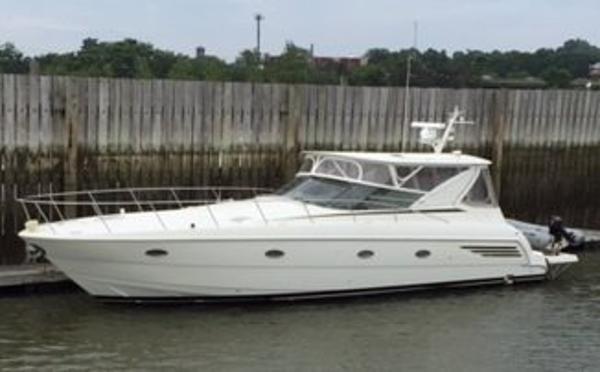 1998 Trojan 440 Express Yacht