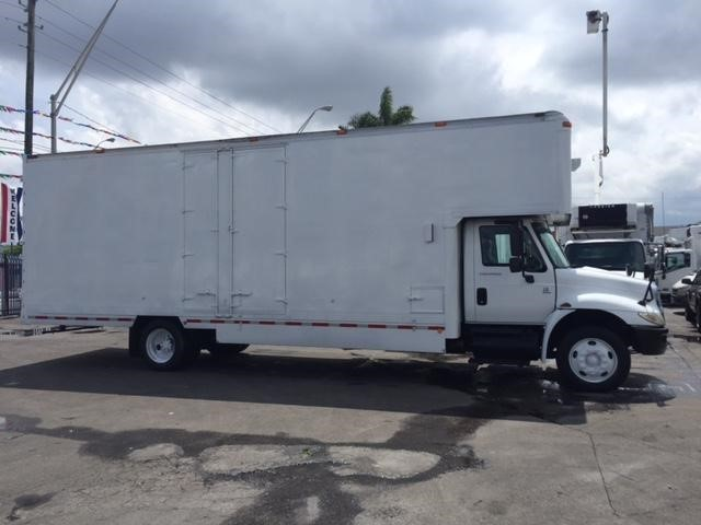 2003 International Durastar 4300 Moving Van