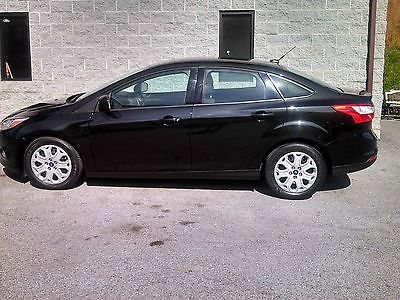 Ford : Focus SE Sedan 4-Door 2012 ford focus se 4 door sedan low miles still has manufactors warranty