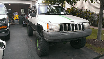 Jeep : Grand Cherokee Laredo 1998 lifted jeep grand cherokee 4.0 l street and trail truck