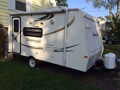 17 foot 2010 Shamrock Camper by Forest river Mint Condition