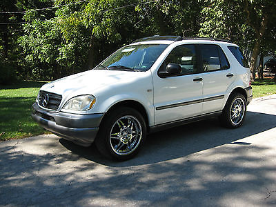 Mercedes-Benz : M-Class ML320 SUV, AWD, Pearl White, panoramic power sunroof