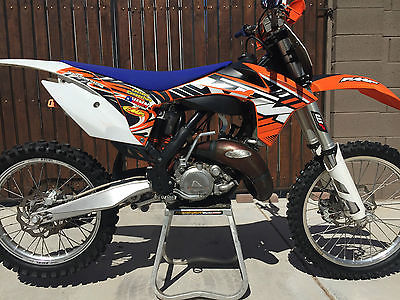 KTM : SX 125 sx two stroke in great condition low hours factory connection suspension