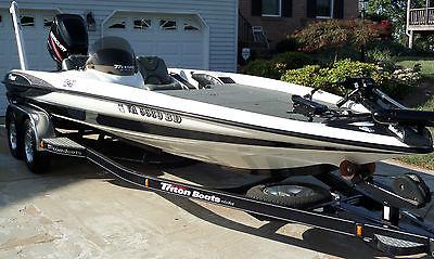 2003 Triton TR-21 Bass Fishing Boat
