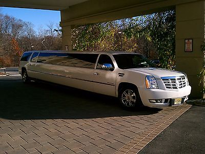 Escalade // with Yukon engine/Limousine - 22 Passenger (Color: White)