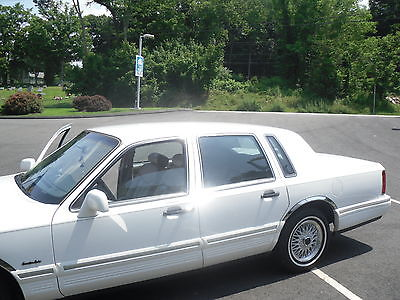 Lincoln : Town Car Executive Sedan 4-Door fla. car,new tires,no rust,chrome fender trim car is 9out of 10. the year is 97