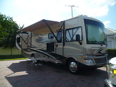 motorhome classe A fleetwood bounder 33C 2012 35 foot 2 slide king bed