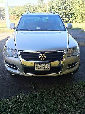 Volkswagen : Touareg Execline Sport Utility 4-Door NAVIGATION & REAR VIEW CAMERA-- AWD 2009 VW TOUAREG 2 V6, NEW TIRES, WHITE GOLD