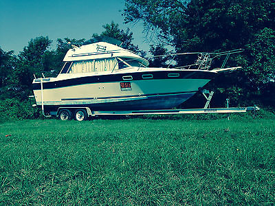 1984 Bayliner Contessa 2850 Cabin Cruiser Flybridge Command Bridge Boat Trailer