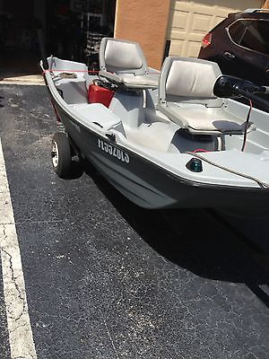 2001 Leisure Life Bass Tender 10.2 Bass Boat Title in hand