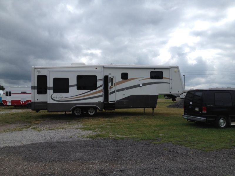 2006 MOBILE SUITE 33RE3