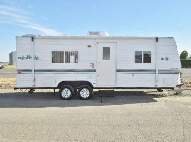 2003 Fleetwood Wilderness Lite 25ft travel trailer...4,554 pounds