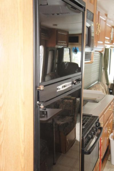 2000 Hurrcaine FOUR WINDS SUPER LOW MILEAGE with new roof, new ac, gen