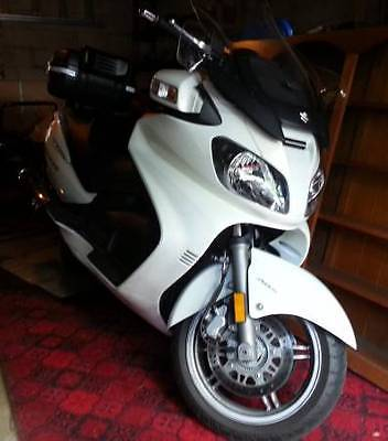 Suzuki Burgman 650 executive 2009 many upgrades, and great condition!
