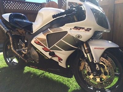 Honda : RC51 *Power commander 3r. Sato Adjustable racing pegs. Zero Titanium high rise Pipes.