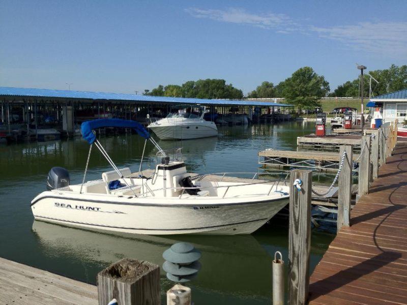 2005 Sea Hunt Triton 186 Center Console Boat