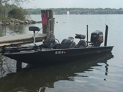 2001 X19 Xpress Bass Boat