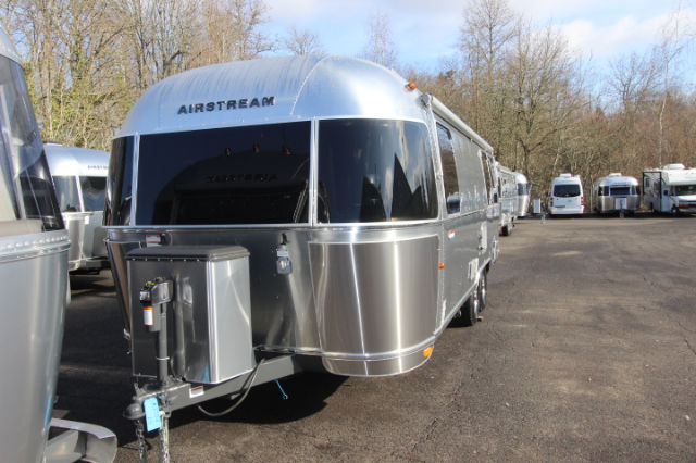 2016 Airstream Flying Cloud 25Rear Queen