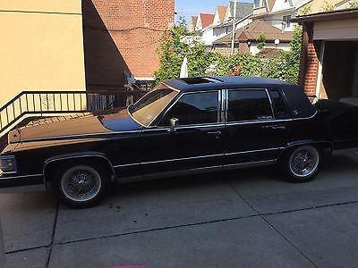 Cadillac : Fleetwood Broughm black on black with factory moonroof appliance rims with vogue tires