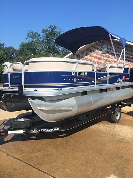 2014 31' Sun Tracker Party Barge DLX 18 Pontoon