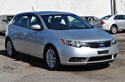 Kia : Forte EX Hatchback 4-Door Only 29K Automatic Bluetooth Clean Hatchback Low Miles Loaded Like Civic Focus