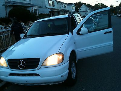 Mercedes-Benz : M-Class ml 320 mercedes luxury suv great car for the best price