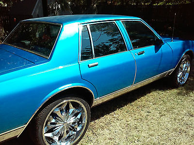 Chevrolet : Caprice Classic LS Brougham Sedan 4-Door 1990 chevrolet caprice classic sedan 4 door 5.0 l