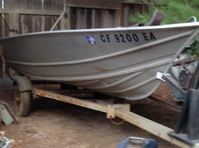 Vintage 1973 GREGOR 14' Aluminum Fishing Boat w/trailer (trailer needs tires)
