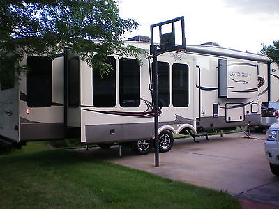 2015 canyon trail by gulf stream 5th wheel camper never slept in
