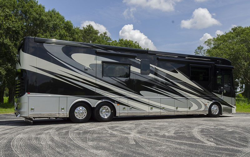 2017 Newmar KING AIRE 4519 Triple Full Wall Slide