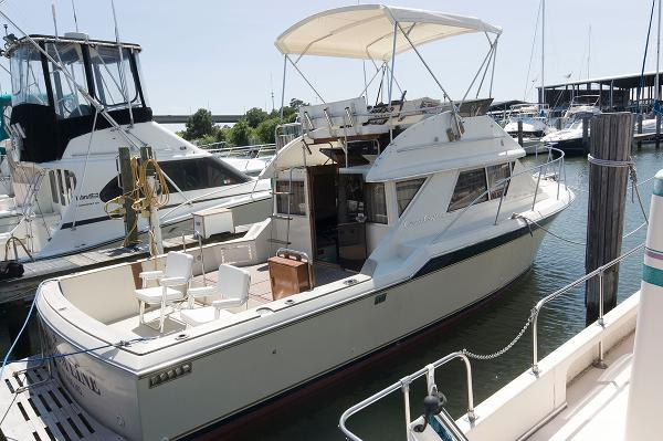 1985 Chris-Craft 315 Commander