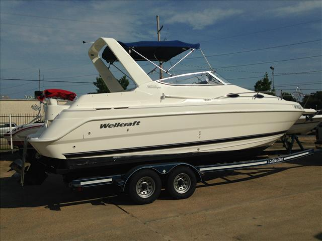 2000 Wellcraft 2600