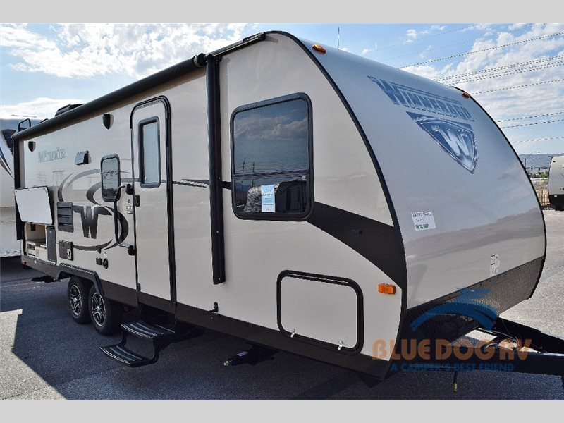 2017 Winnebago Industries Towables Minnie 2201 DS