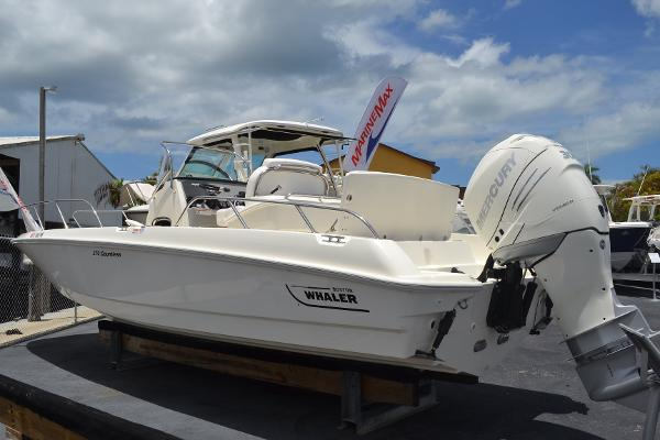 2015 Boston Whaler 27 DAUNTLESS