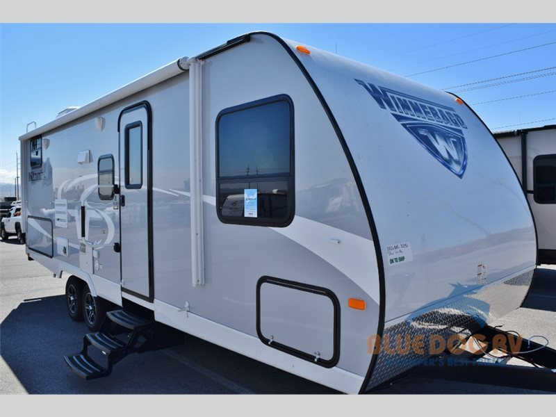 2017 Winnebago Industries Towables Minnie 2455 BHS
