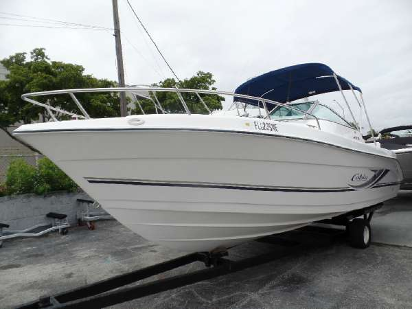 2003 COBIA BOATS 215DC