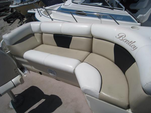 2008 Pontoon Bently Cruise 200